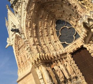 Visit of the Cathedral of Reims during a wine day tour
