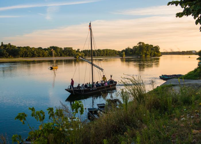 Tourism in Loire valley along the Loire valley for a luxury wine day tour from Paris