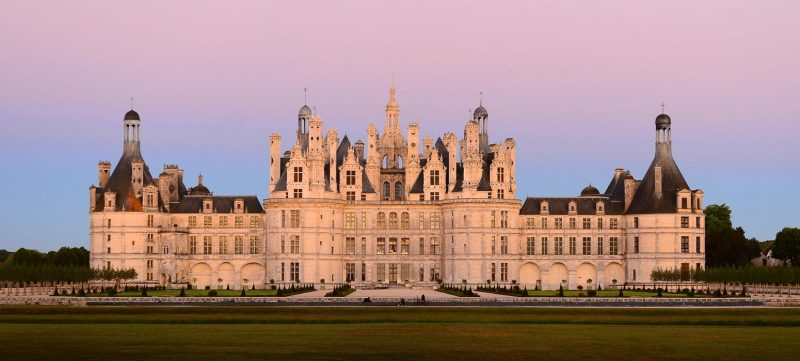 Loire prestige tour and visit of castle during a luxury wine day tour from Paris