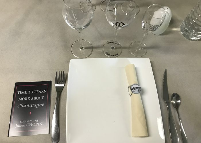 champagne-tour-lunch-included_tasting-and-tour-at-small-winerie