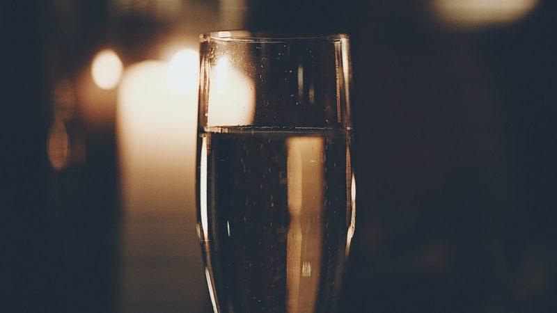 winepassport-champagne-bubbles-glass-sparkling- wine